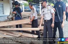 Terlibat Bisnis Pembalakan Liar, Kapolsek Beutong Ditangkap - JPNN.com
