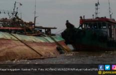31 Penumpang Kapal Cepat Anugerah Masih Dievakuasi - JPNN.com