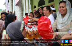 Personel Slank Jualan Minyak Goreng Murah - JPNN.com