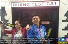 Petugas Cantik Berdetektor Metal Geledah Peserta Tes CPNS - JPNN.com