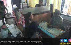 Pasangan Alay Asyik Dekat Tong Sampah, Tepergok Satpol PP - JPNN.com