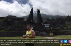 Gunung Agung Dikhawatirkan Erupsi, Turis Eropa Tetap Mendaki - JPNN.com