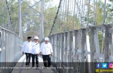 Jokowi Targetkan Pembangunan 300 Jembatan Gantung - JPNN.com