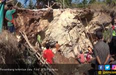 Dua Penambang Jatuh 5 Meter, Tertimpa Batu Besar Pula - JPNN.com