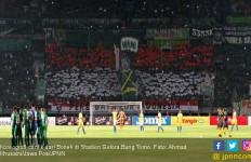 Persebaya vs PSS, Adu Kreasi Bonek dan Brigata Curva Sud - JPNN.com