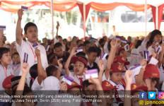 Jokowi Bagikan 675 KIP dan 1.500 PKH di Salatiga - JPNN.com