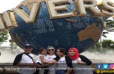 Liburan ke Singapura, Umi Kalsum dan Ayah Rozak Disindir - JPNN.com