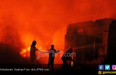 Gedung PRJ Terbakar, Ada Orang Terjebak di Dalam - JPNN.com