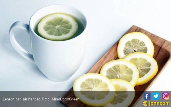 5 Manfaat Minum Air Hangat di Pagi Hari - JPNN.com