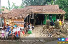Bocah SD Patungan Bedah Rumah Nenek Sebatang Kara - JPNN.com