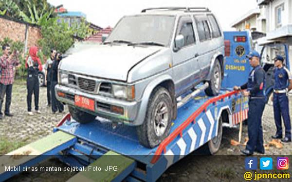 Mantan Pejabat Ogah Kembalikan Mobil Dinas - JPNN.com