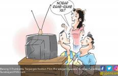Bareng 3 Pembantu Tepergok Nonton Film Beradegan Dewasa - JPNN.com