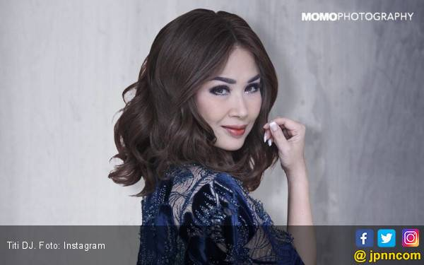 Ingat Tuhan, Titi DJ Mewek Nyanyi Lagu Religi - JPNN.com