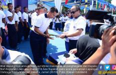 22 Atlet Dayung Kolinlamil Terima Penghargaan dari Kasal - JPNN.com