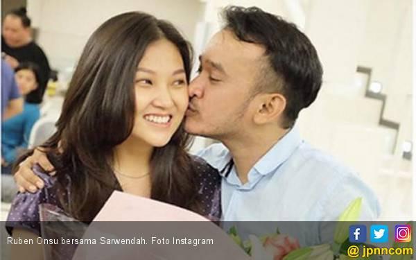 Lihat Dompet Suami, Sarwendah Terharu - JPNN.com