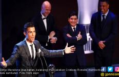 Maradona Sakit Hati Cristiano Ronaldo jadi Pemain Terbaik - JPNN.com