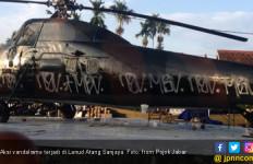 Video Vandalisme di Tugu Helikopter Lanud Atang Sanjaya - JPNN.com