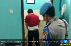 Pintu WC Dibuka, Anggota Satnarkoba Kencing Ditungguin - JPNN.com