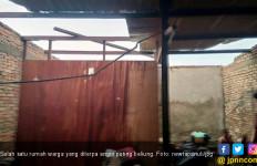 Diterjang Angin Puting Beliung, 22 Rumah Rusak di Tobasa - JPNN.com