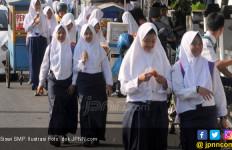 Kemendikbud Minta Seragam Sekolah Tidak Bercadar - JPNN.com