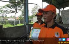 Hebat, Petugas Kebersihan Ubah Sampah jadi Bahan Bakar - JPNN.com