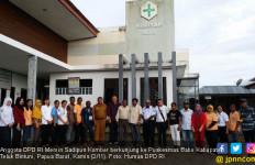 Senator Mervin Sidak ke Puskesmas Babo, Teluk Bintuni - JPNN.com