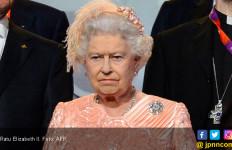 Ratu Elzabeth Tak Mau Lagi Mengenakan Busana dari Bulu Hewan - JPNN.com