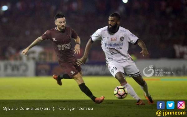 Arema FC Perkenalkan Sylvano Comvalius ke Publik - JPNN.com