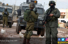 Jahat, Tentara Israel Halangi Petani Palestina Memanen Almond - JPNN.com