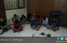 Tak Kuat Lari karena Mabuk Berat, Empat Remaja Pasrah Digerebek Polisi - JPNN.com