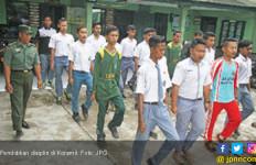 Guru Bawa Siswa Nakal Ditatar Koramil - JPNN.com