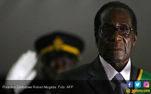 Dikudeta Militer, Mugabe Tetap Dikubur di Taman Makam Pahlawan - JPNN.com