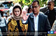 Berkerudung Tiba di KPK, Istri Novanto Terlihat Anggun - JPNN.com