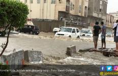 Jeddah Diterjang Banjir, Netizen: Kiamat Sudah Dekat - JPNN.com