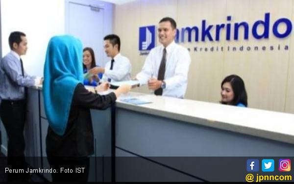 Perum Jamkrindo Bagikan Ribuan Paket Sembako - JPNN.com