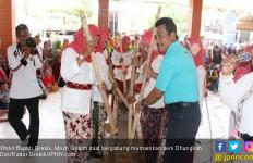Pulau Bawean, Ada Jeritan Istri Ditinggal Suami Merantau - JPNN.com