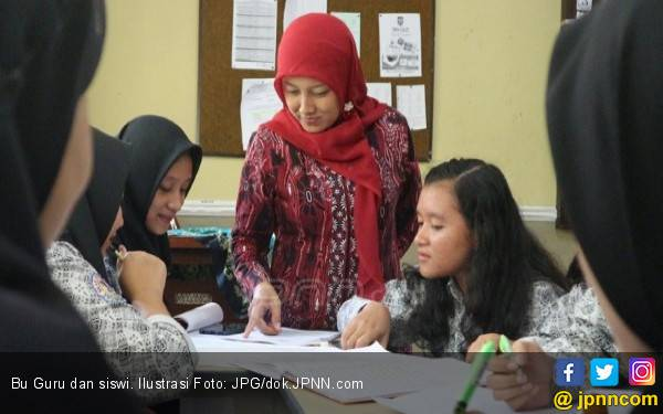 Mendikbud: Saya Pusing Mikirin Guru - JPNN.com