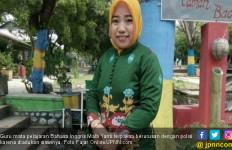 Guru Terlapor Cubit Siswi, Antara Tangis dan Pelukan - JPNN.com