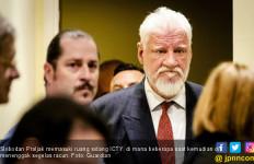 Tak Terima Vonis, Penjahat Perang Bunuh Diri di Depan Hakim - JPNN.com