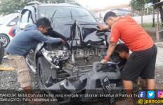 Anak Punk Berulah, Empat Kendaraan Tabrakan Beruntun - JPNN.com