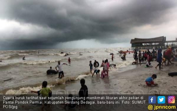 Dihantam Ombak, Lima Kapal Karam di Perairan Selat Malaka - JPNN.com