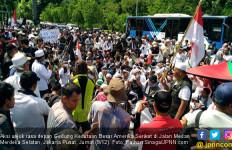 400 Personel Polisi Kawal Unjuk Rasa di Depan Kedubes AS - JPNN.com