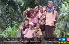 Kadang Pakaian Berlumpur, Jalan sambil Nyanyi Indonesia Raya - JPNN.com
