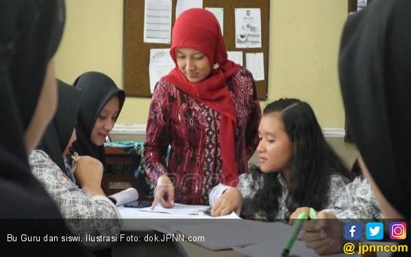 Gaji Guru Honorer Bakal Naik Berlipat, Berapa Idealnya? - JPNN.com