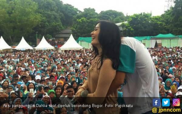 Heboh! Iis Dahlia Dipeluk Mesra Berondong Bogor - JPNN.com