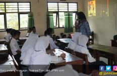 Kekurangan Guru PNS Dituntaskan Dua Tahun Ini - JPNN.com