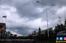 Sejumlah Daerah Dilanda Cuaca Ekstrem, Ini Pemicunya - JPNN.com