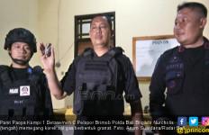 Benda Mirip Granat Tergeletak di Dekat Pintu Masuk Masjid - JPNN.com