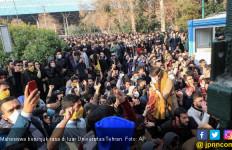 Demo Menolak Kenaikan Harga BBM Pecah di Seantero Iran, Ayatollah Salahkan Asing - JPNN.com