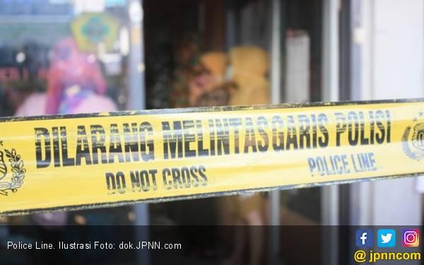 Keluarga Korban Gelar Upacara di TKP Temuan Mayat Terlindas Truk - JPNN.com